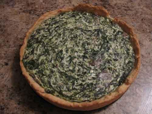 пирог (киш) со шпинатом, адыгейским сыром и грибами.