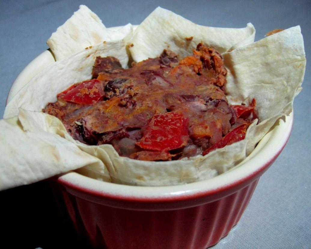 Закуска с фасолью и овощами в лаваше
