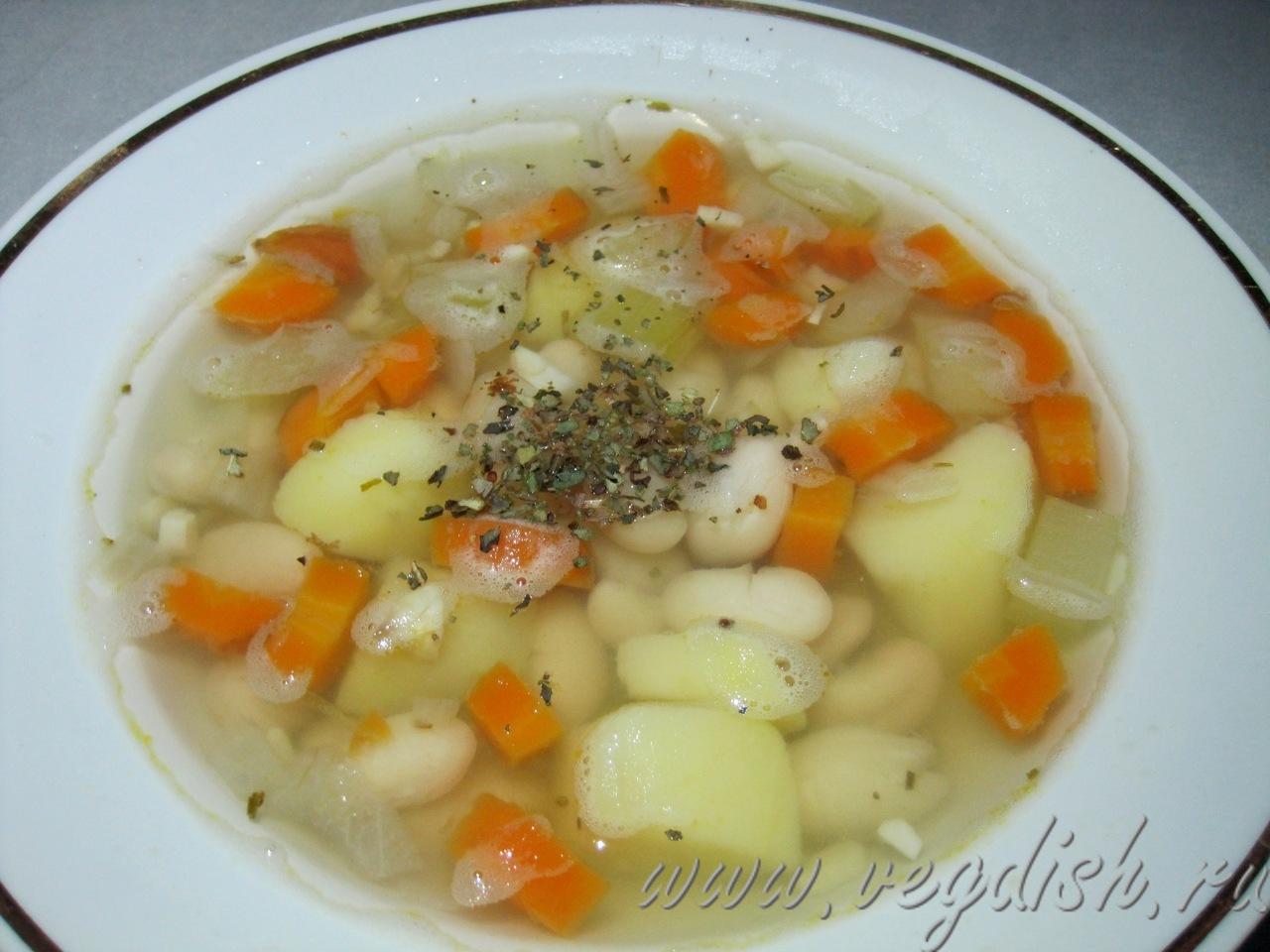 Овощной суп с фасолью и сельдереем