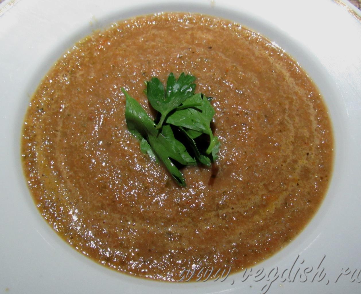 Овощной суп пюре со свекольными листьями