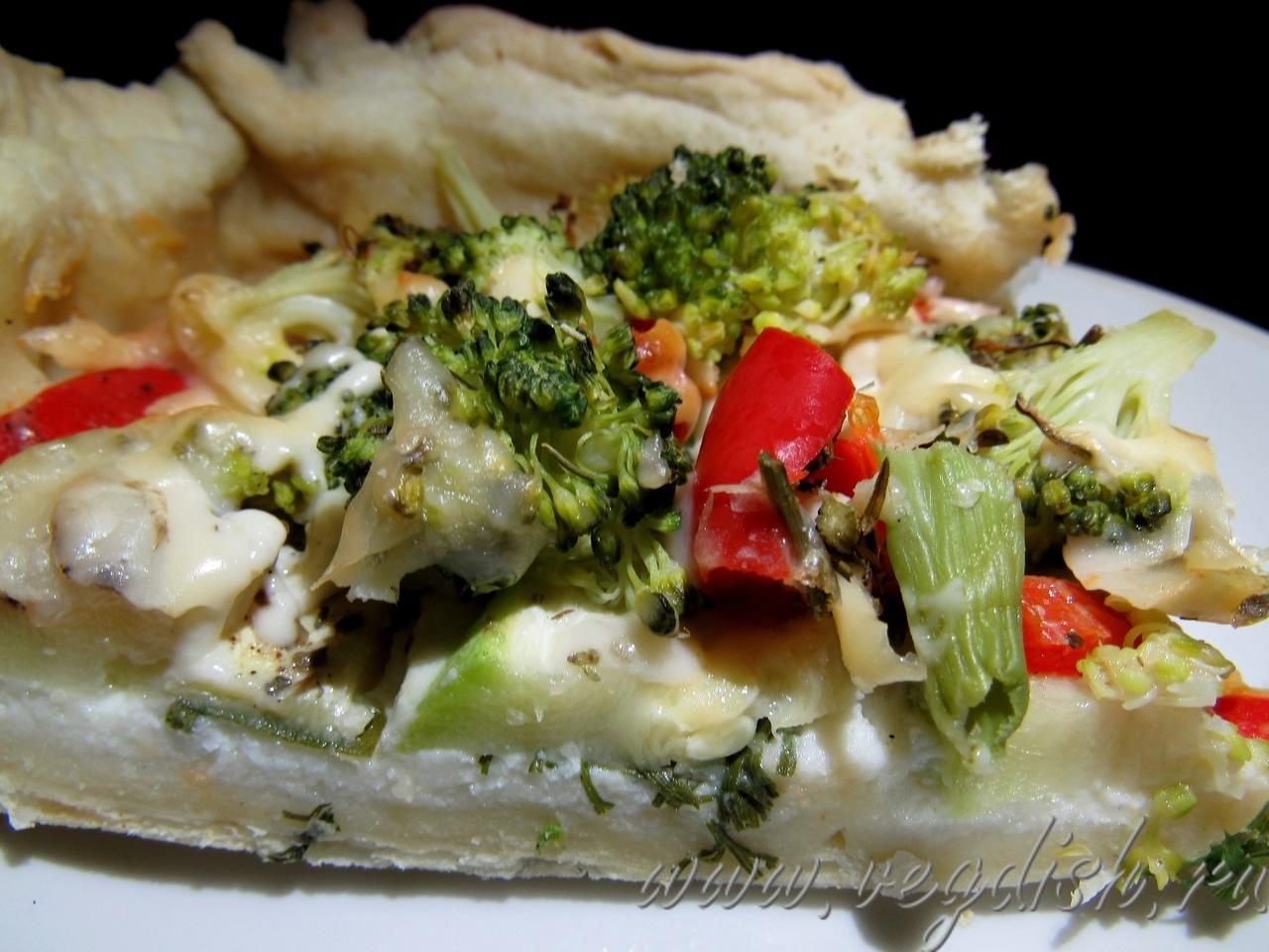 Слоеный пирог с сыром и овощами
