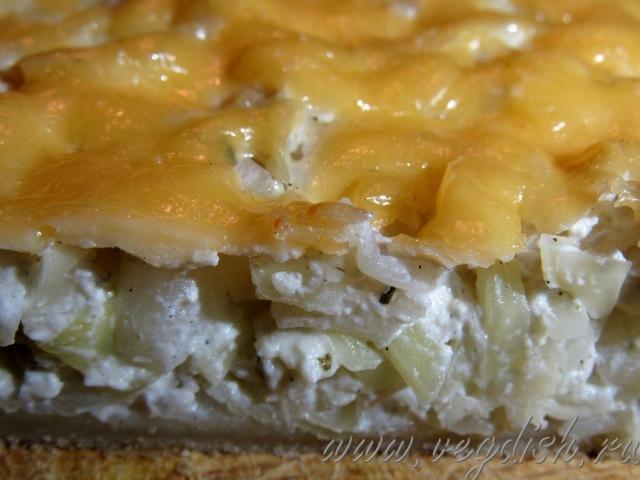 Пирог из слоеного теста с капустой