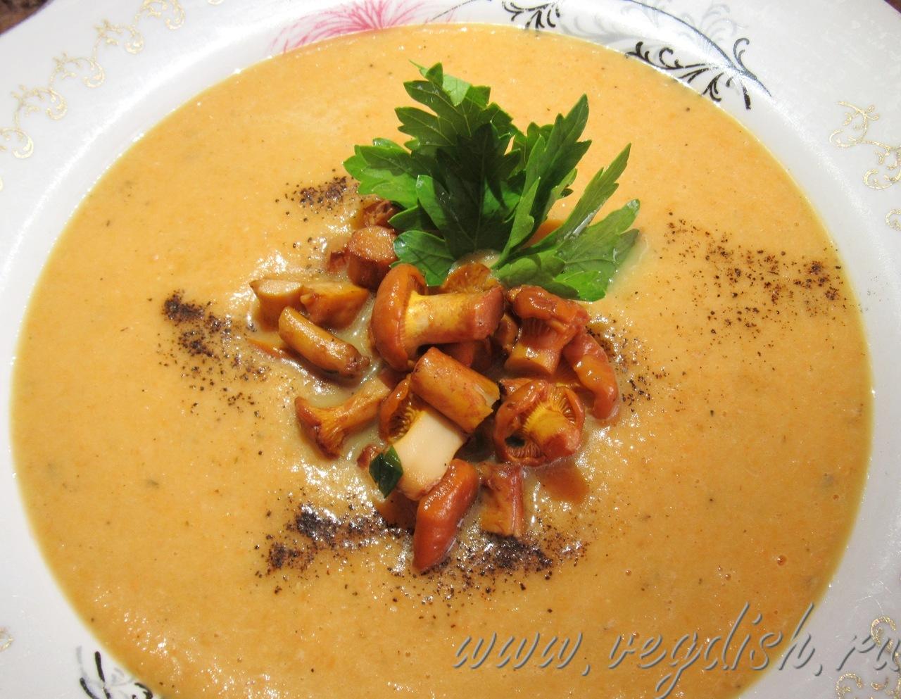 Чечевичный суп пюре с лисичками