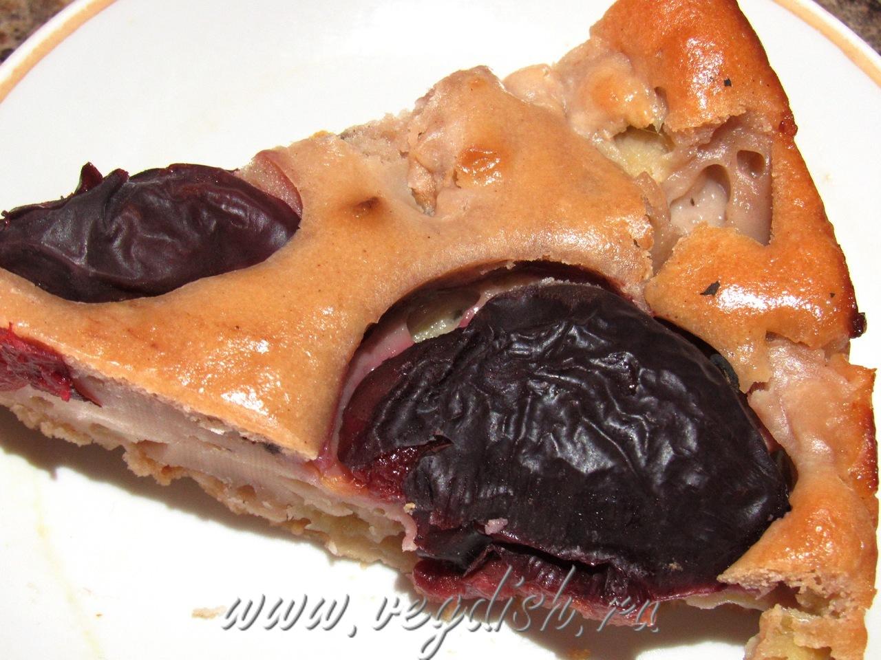 Яблочный пирог со сливами