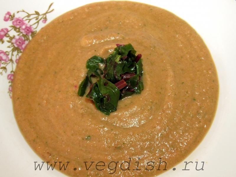 Суп пюре с кабачком и свекольными листьями