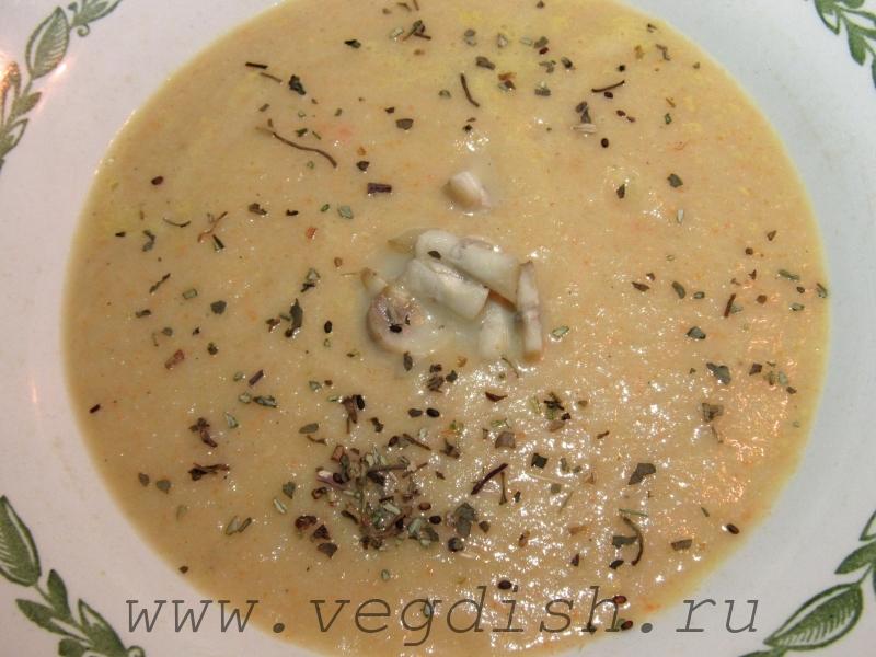 Суп пюре с кабачком, сельдереем и грибами