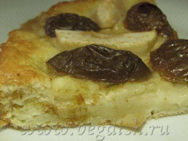 Творожный пирог со сливой и яблоками