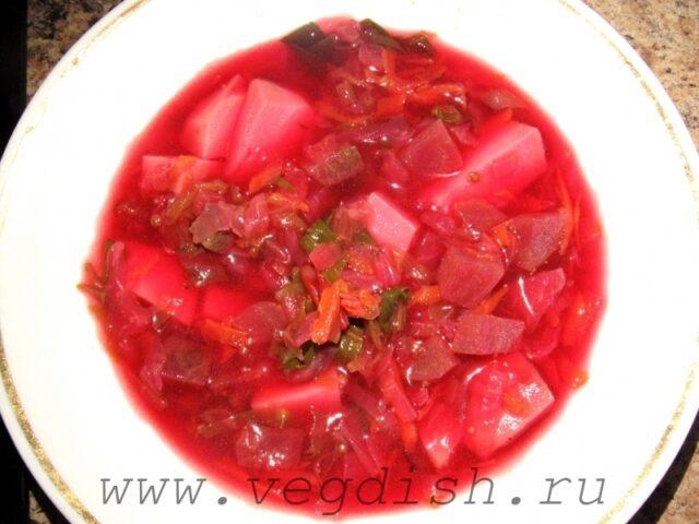 Овощной суп со свекольной ботвой