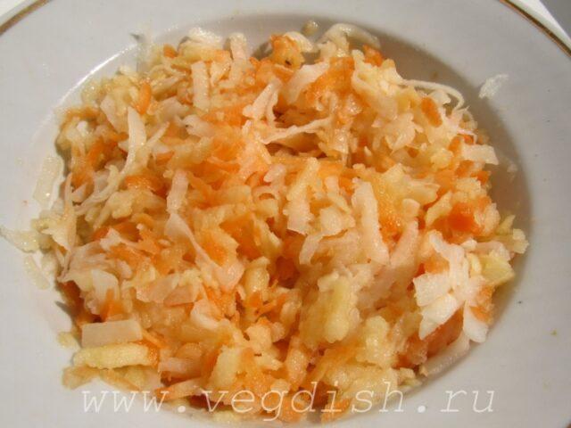 Салат с кольраби, яблоком и морковью