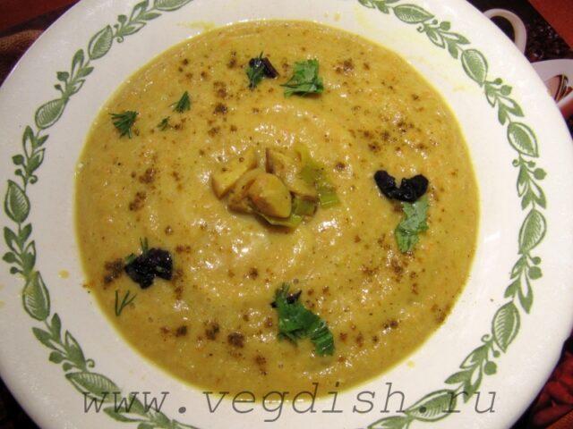 Суп пюре из красной чечевицы с овощами и грибами
