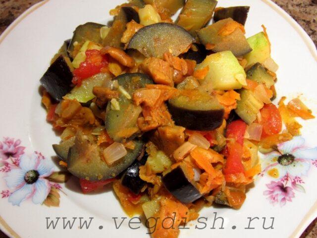 Тушеные лисички с овощами