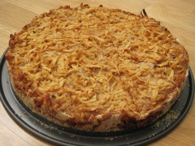 Яблочный пирог с манкой без яиц